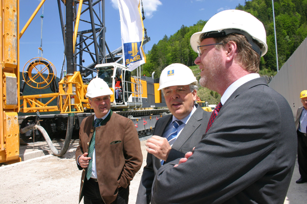 Dr. Marcel Huber (pictured right) and Prof. Thomas Bauer (centre)